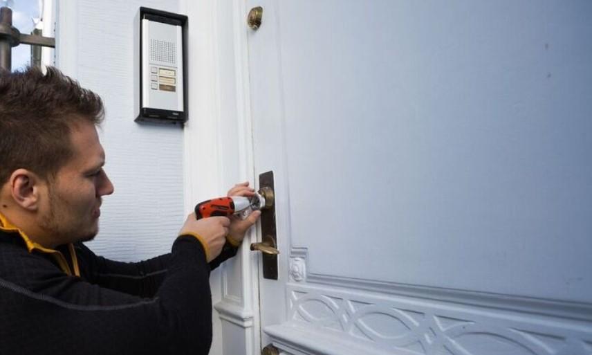 Opsætning af ekstra låse, Montering af nye sikre låse.