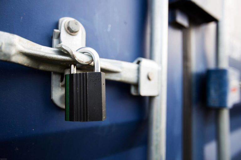 Billig låsesmed Kbh til alt låsearbejde inkl.. hængelåse som billedet viser.