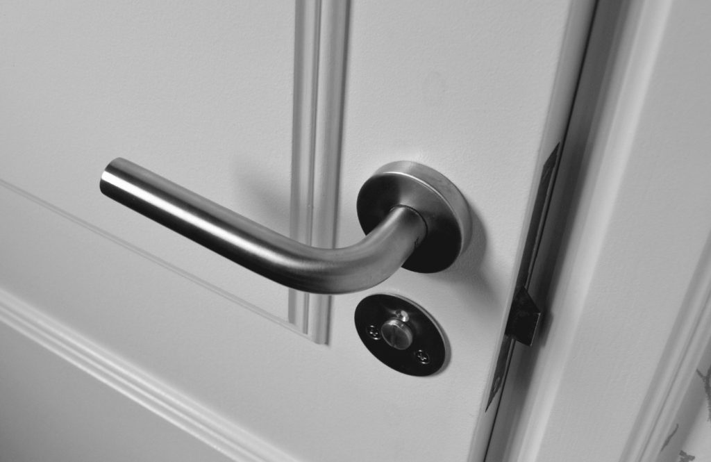 Montering af låse indendørsdøre