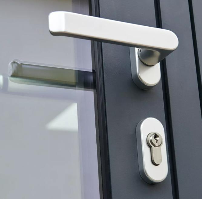 Låsesmed Taastrup har monteret et dørhåndtag