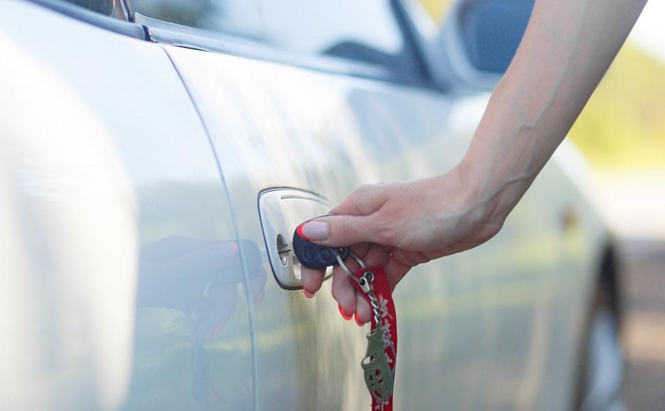 Her får du 8 konkrete tips til biloplukning og oplåsning af bildør uden nøgle - Som du kan bruge, ellers ring for bestilling af biloplukning København