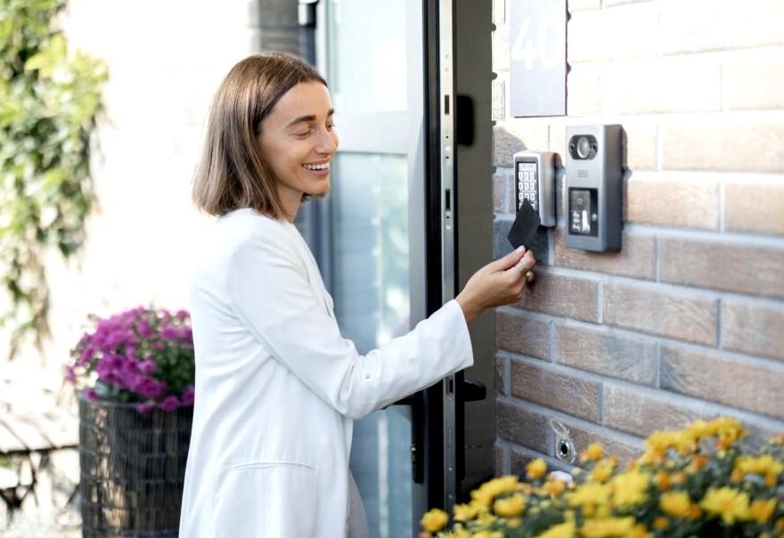 Låsesmed Dragør monterer alt i låse, inkls. Adk (elektronisk adgangskontrol)