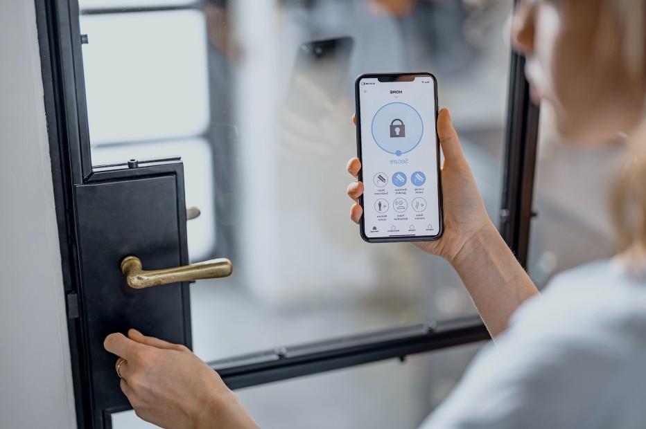 Søger du låsesmed Nordsjælland? Vi har to årtiers erfaring som låsesmede Nordsjælland, er er også rigtigt dygtige til elektroniske låse Læs vores kunde udtalelser, 4.9 af 5