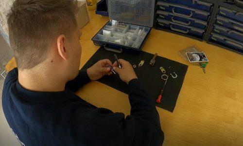Norh låsesmed København's låsesmed omkoder en låse på værkstedet